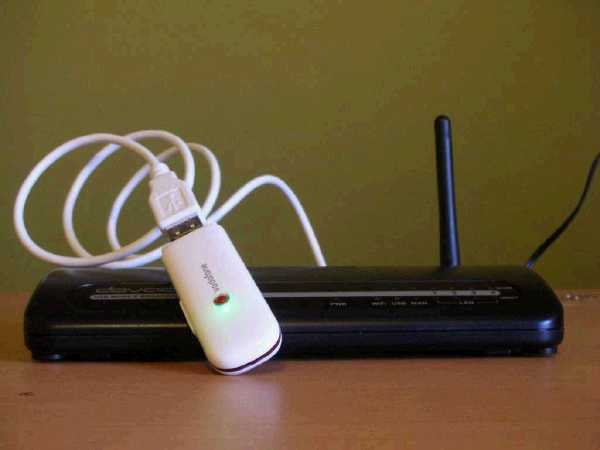 Dovado USB Mobile Broadband Router (UMR) [front view]